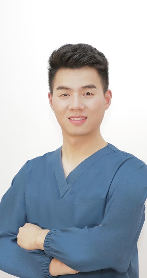 医   生 刘德迎
